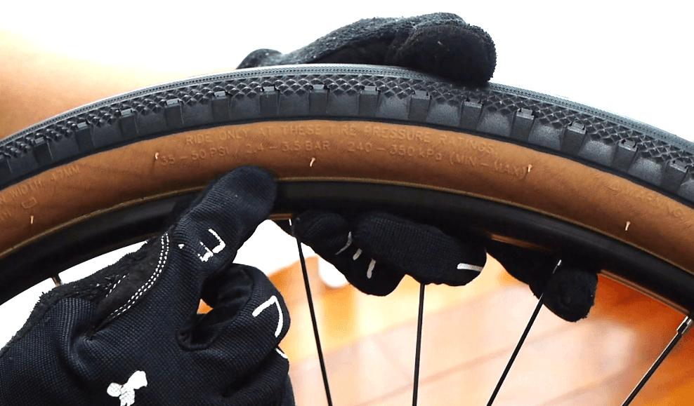 ロードバイクタイヤ交換空気圧を確認
